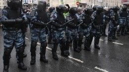 Сотрудника ОМОН избила толпа протестующих вМоскве
