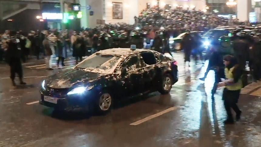 Уголовное дело возбуждено после нападения протестующих наавто сотрудника ФСБ
