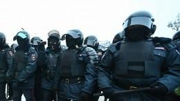 Полицейские извинились перед женщиной, пострадавшей нанезаконной акции вПетербурге