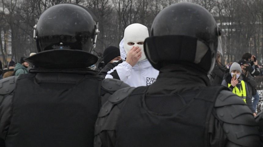 ВСовфеде обвинили зарубежные спецслужбы впричастности кнезаконным акциям