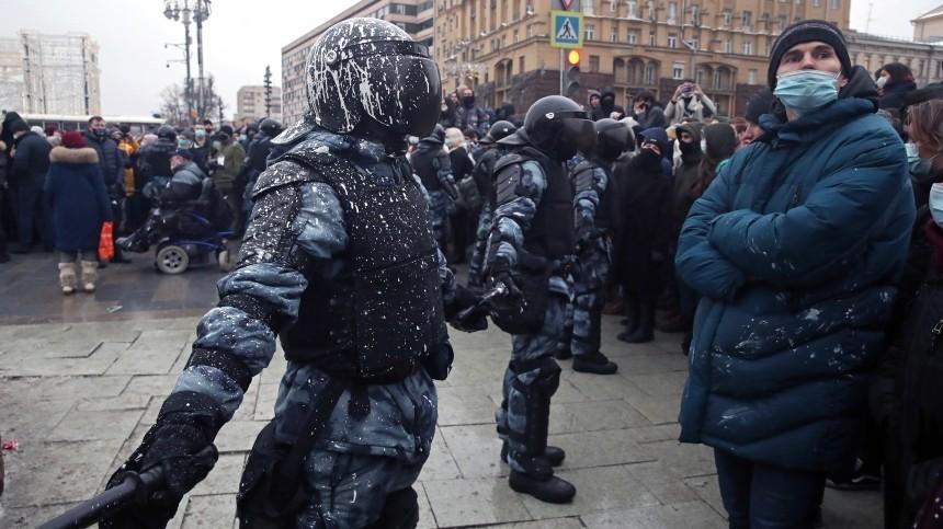 «Работайте, ребята!»— ВСША поддержали действия полицейских РФпопрекращению беспорядков