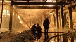 Один человек погиб вкрупном пожаре после взрыва назаводе вБашкирии— видео