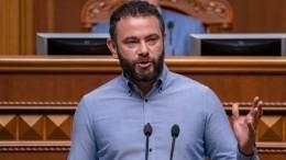Зеленский предложил депутату Рады покинуть свою фракцию из-за санкций США