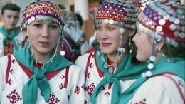 Глава Башкирии рекомендовал чиновникам носить красочные национальные костюмы