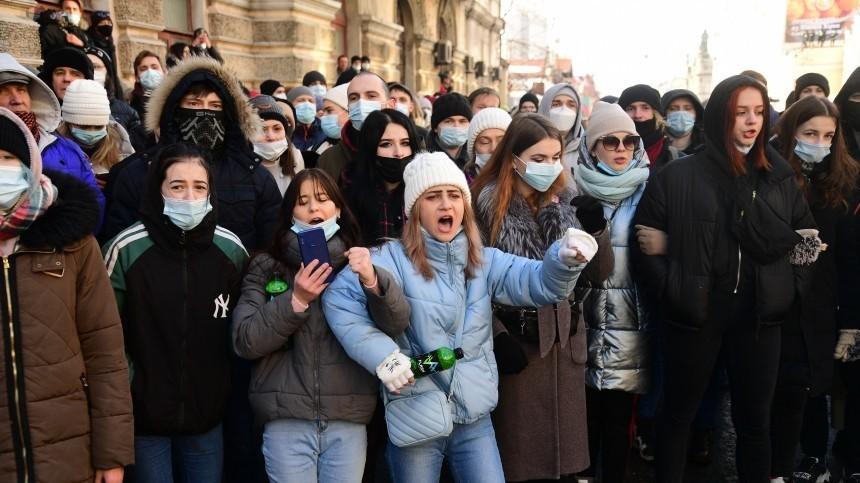 Эффект биологической бомбы: чем опасны массовые мероприятия вовремя пандемии