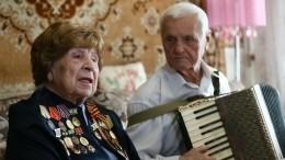 Незабываемый подвиг: Ветеранов Блокады Ленинграда поздравляют повсему миру