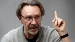 «Допяти лет лишения свободы»: Шнуров пожаловался вполицию наПригожина