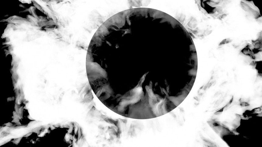 Жители Петербурга заметили внебе загадочное черное кольцо— видео