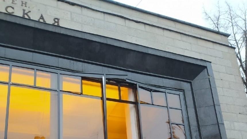 Воздушным ударом вынесло стекла вздании станции метро Чернышевская вПетербурге