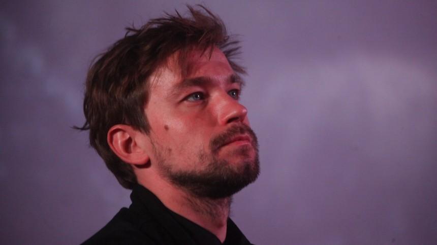 «Родной, борись»: мать актера Петрова попросила молиться заего больного отца