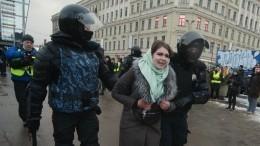 ВМоскве иПетербурге проходят суды над участниками незаконных акций