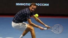 Медведев обыграл Шварцмана ивывел сборную России вполуфинал