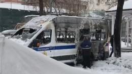 Момент поджога авто Росгвардии вМоскве попал навидео