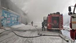 Склад автозапчастей наплощади 3,5 тысячи квадратных метров полыхает вКрасноярске— видео