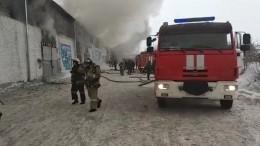Трое пожарных пропали при тушении возгорания наскладе вКрасноярске