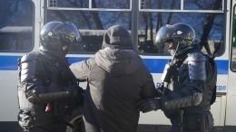 СКизучает видео сиздевательствами над дедушкой из-за спора обакциях протеста