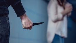 Мужчина убил тестя, перед этим обезглавив беременную жену— видео расправы (18+)