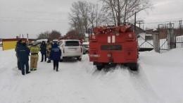 Четыре человека погибли из-за схода снега скрыши наАлтае— фото сместа ЧП