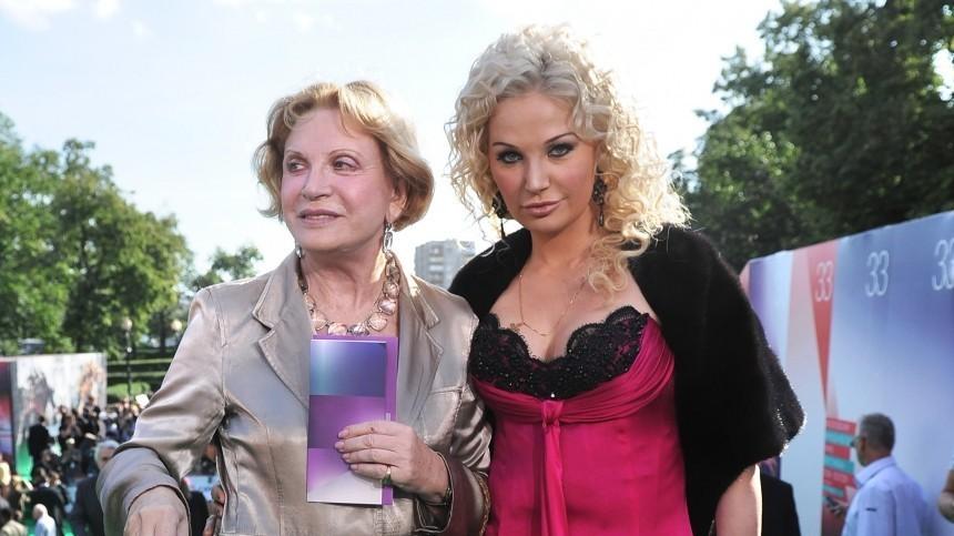 Мать оперной дивы Максаковой считает младшего внука бастардом