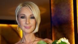 «Работаю сидя»: Лера Кудрявцева вышла насъемки после серьезного перелома