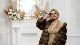 «Есть, что показать»: Ирина Круг продемонстрировала глубокое декольте