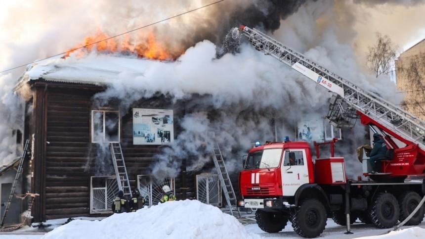 ВАлтайском крае росгвардеец спас пенсионерку изгорящего дома