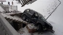 «Наней ницарапинки»: очевидец оводителе авто, рухнувшего напоезд вПодмосковье— видео
