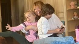 «Какая грация»: Пугачева показала дочь Лизу, которая втанце делает уборку