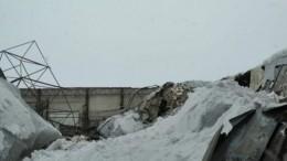 Видео: Тело мужчины вытащили из-под завалов рухнувшего автокомбината под Калугой