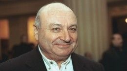 «Рядом стриптизерши?»— всеть слили провокационное фото покойного Жванецкого