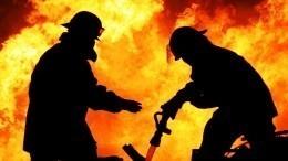 Обрушилась кровля горящего хостела вцентре Москвы— видео
