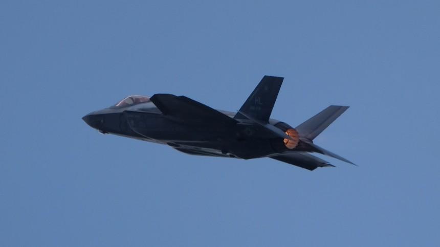 ВСША заявили осерьезных проблемах сдвигателями истребителей F-35