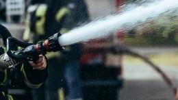 «Смыли сажу икопоть»: пожарные необычно проводили коллегу напенсию в30-градусный мороз