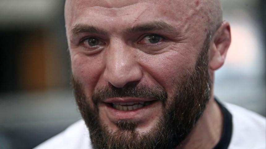 «Нормально вшатался»: боец ММА Магомед Исмаилов попал вДТП— видео