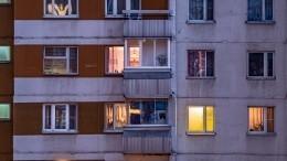 ВМоскве девушка выжила после падения с16-го этажа— видео (18+)