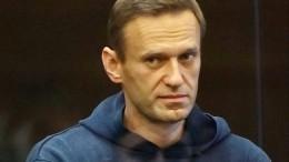 Автозак прибыл всуд, где рассмотрят дело Навального оклевете наветерана ВОВ