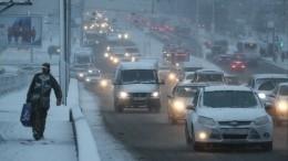 Из-за метели Петербург встал вомногокилометровых пробках