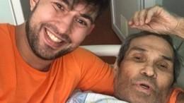 «Филигранная работа»: Сын Алибасова показал ногу продюсера после операции