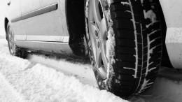 Зимние лайфхаки: Как автомобилистам выбраться изснежного плена?