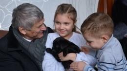 Мечты сбываются: девочка, попросившая оподарке уПутина, получила щенка