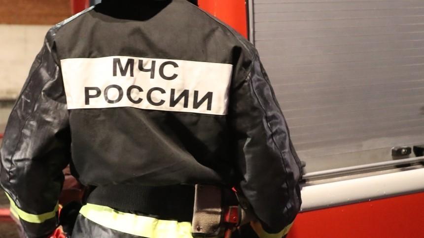 Видео: кровля вТЮЗ вТомске полыхает наплощади 1,5 тысячи квадратных метров
