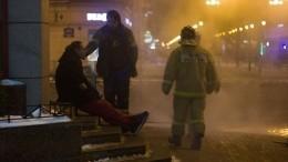 Прохожий получил ожоги наулице вПетербурге из-за лопнувшей трубы