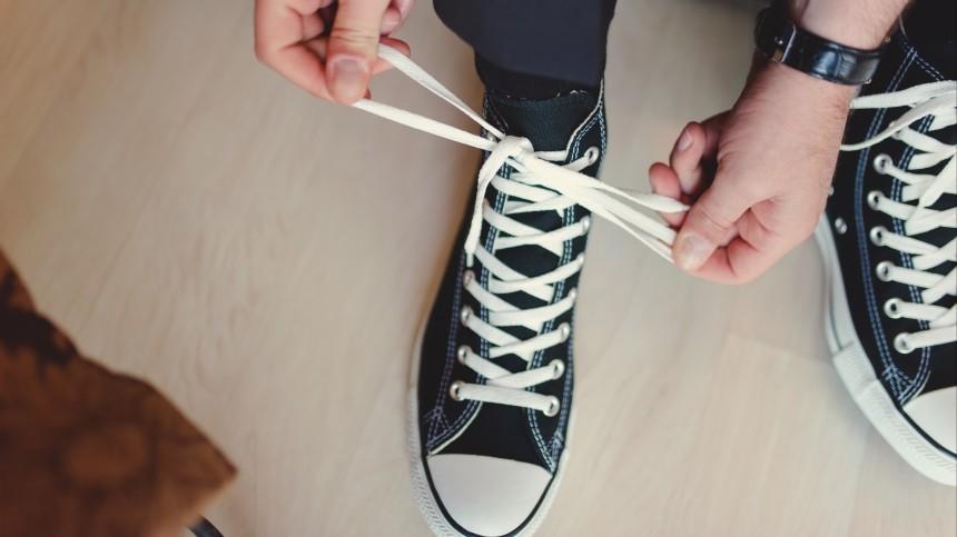 Врач-ортопед назвал самые вредные виды обуви