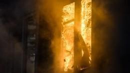 Три человека погибли из-за мощного пожара вдеревянном доме вЯкутии