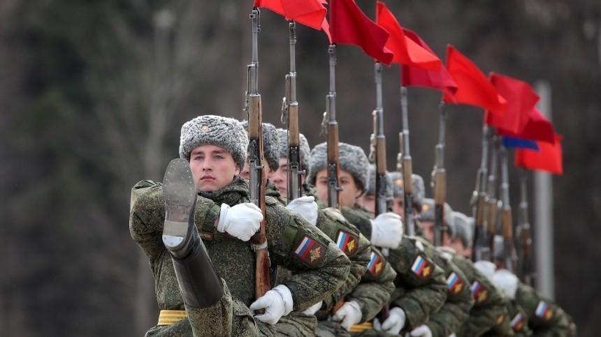 «Железная бабушка» поздравила россиян сДнем защитника Отечества