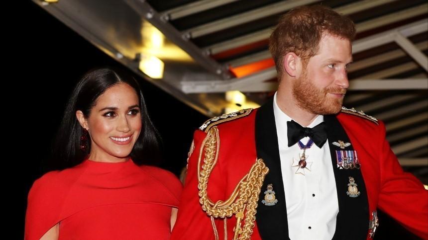 Принц Гарри иМеган Маркл впервые появились перед камерами после новостей обеременности