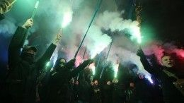 Видео: националисты вступили встолкновения ссиловиками уофиса Зеленского