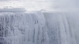 Видео: вСША обледенел Ниагарский водопад