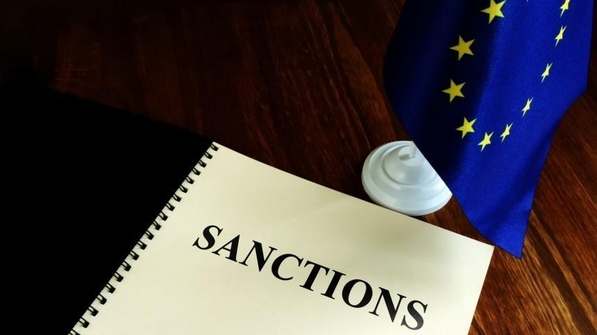 Захарова назвала цирком решение ЕСорасширении санкций из-за Навального
