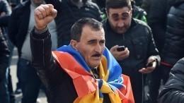 Пашинян заподозрил президента Саркисяна впопытке госпереворота
